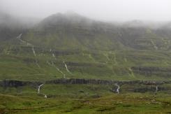 Le cascatelle che scendono lungo la montagna