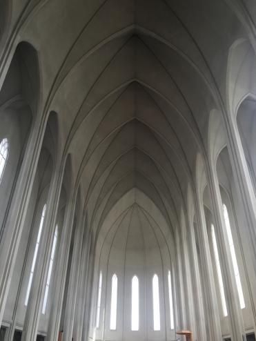 L'interno di Hallgrímskirkja